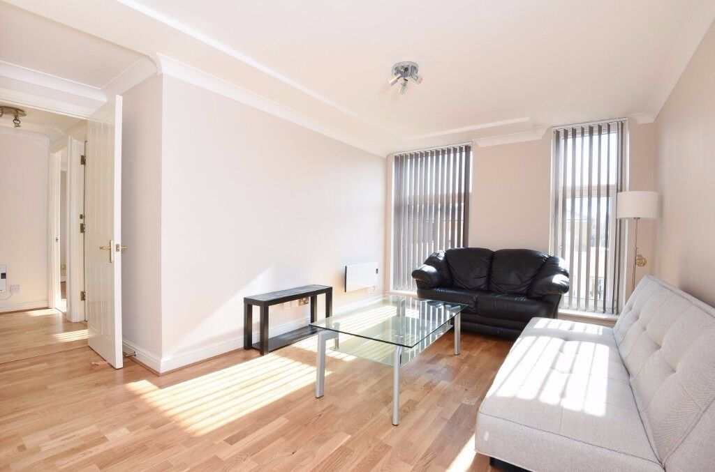 TWO BED FLAT ON HARTINGTON ROAD WITH ALLOCATED PARKING £1350 PCM *NO REFERENCING FEE FOR TENANTS!*