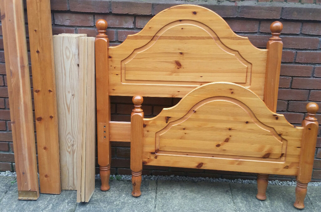 high quality solid pine wood single bed frame. In very good condition.