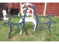 (#860) vintage pair of garden cast iron bench ends (Pick up only, Dy4 area)