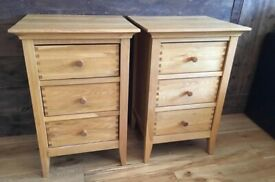 2 stunning Oak Willis & Gambier bedside table cabinets!