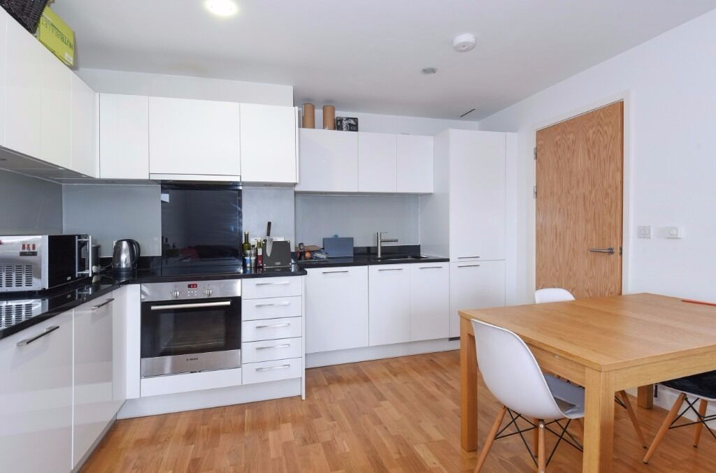 2 Bed 2 Bathroom Flat - 5 Mins from Highbury & Islington station - Available Now!