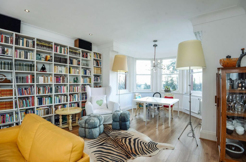 STUNNING THREE BEDROOM FLAT TO RENT IN SOUTH HAMPSTEAD