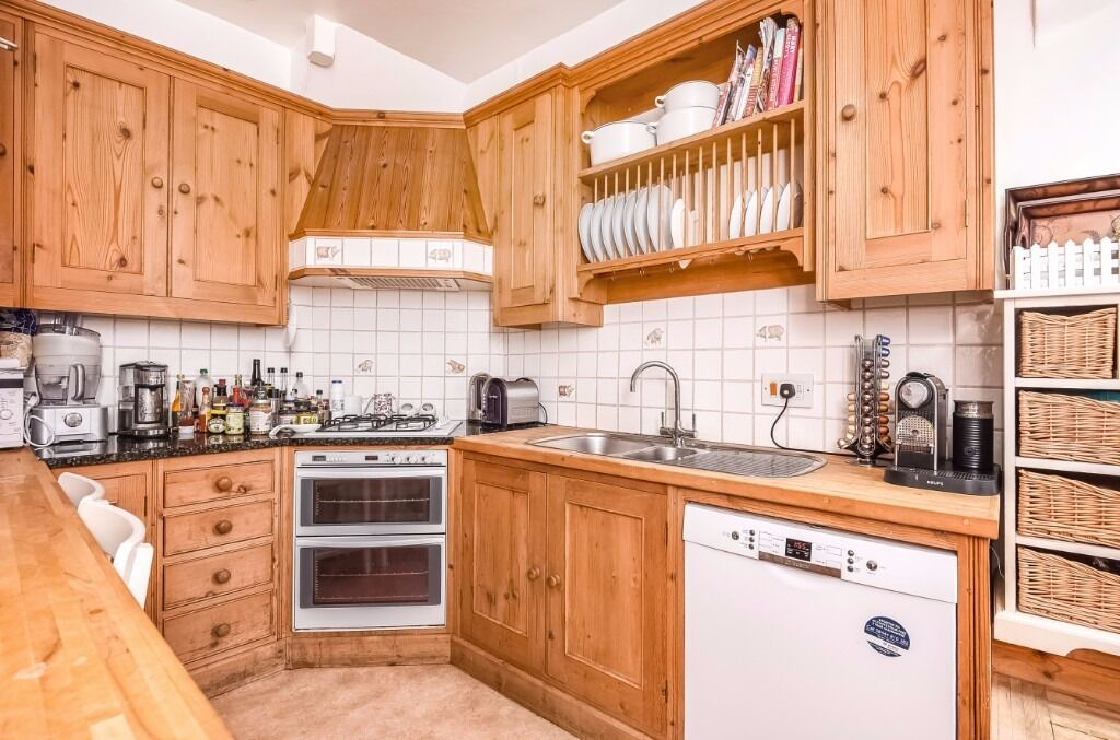 A lovely family house to rent on Wilton Grove