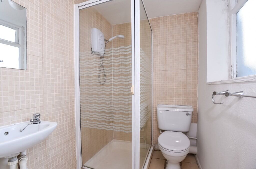 A spacious double studio flat to rent along cosmopolitan West End Lane.