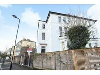 **2 Bedroom Flat - Great Location - Close to Overground Station**