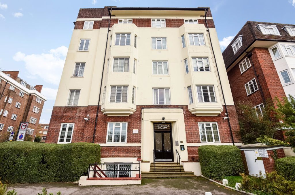 A LOVELY TWO BEDROOM FLAT LOCATED IN POPULAR BLOCK ON SHOOT UP HILL, KILBURN