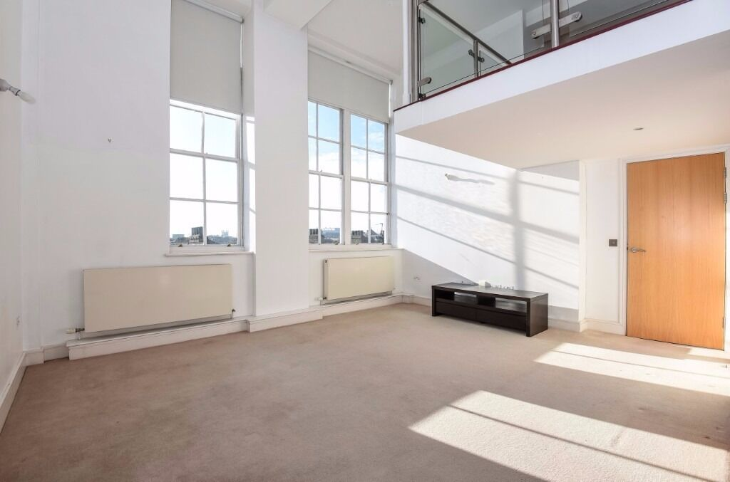 NO ADMIN FEE/AVAILABLE ASAP- 2 bed Bachelor St N1, Modern, Nice decor, AMAZING VIEWS
