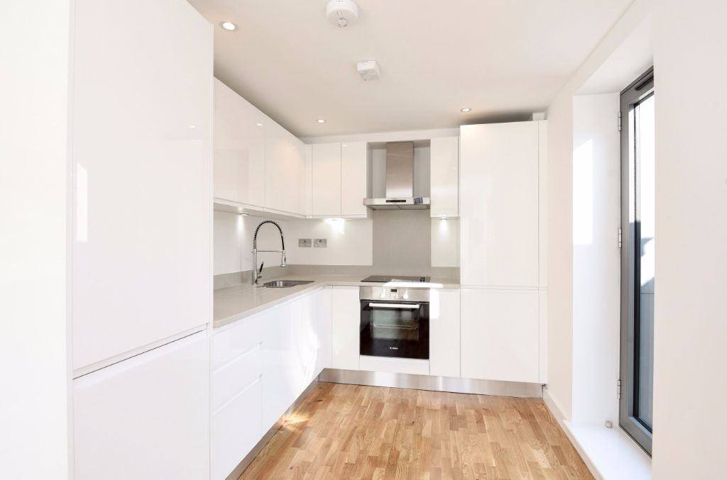NEWLY REFURBISHED 3 BEDROOM APARTMENT FINISHED TO A HIGH SPECIFICATION - MUST BE SEEN