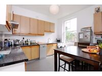 3 bed to rent on beautiful road in N1. great sized bedrooms, garden, *620pw* available 6th of Sept