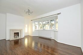Beautifully presented three double bedroom first floor flat for rent in central Beckenham