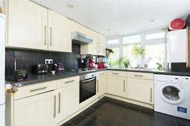 Immaculate Purpose Built House With Private Garden Moments From Tulse Hill BR Station - SW2