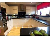 **** Outstanding**** 5 Bedroom Family Home *** A Truly Impressive Property***