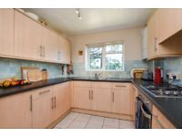 A fantastic two bedroom purpose built flat to rent on Southend Road