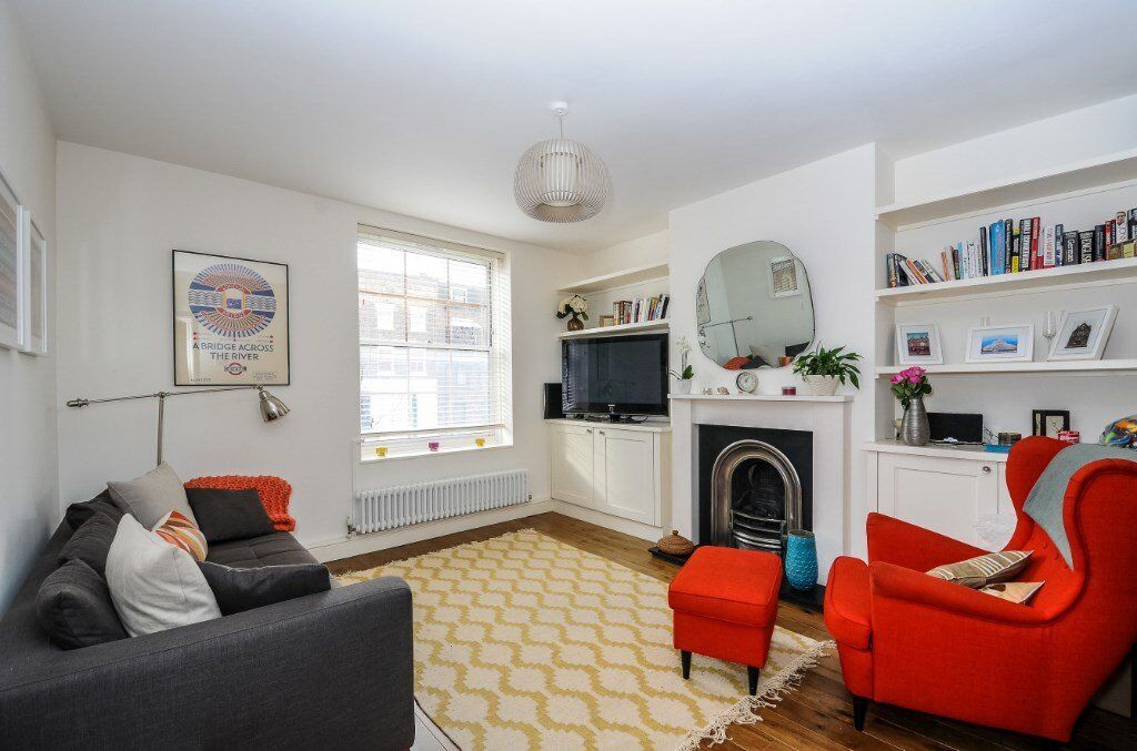 A delightful two bedroom flat for rent on the first floor of this purpose built block.