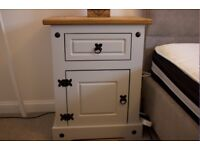 2 Beautiful Modern bedside tables with solid wood top as new condition