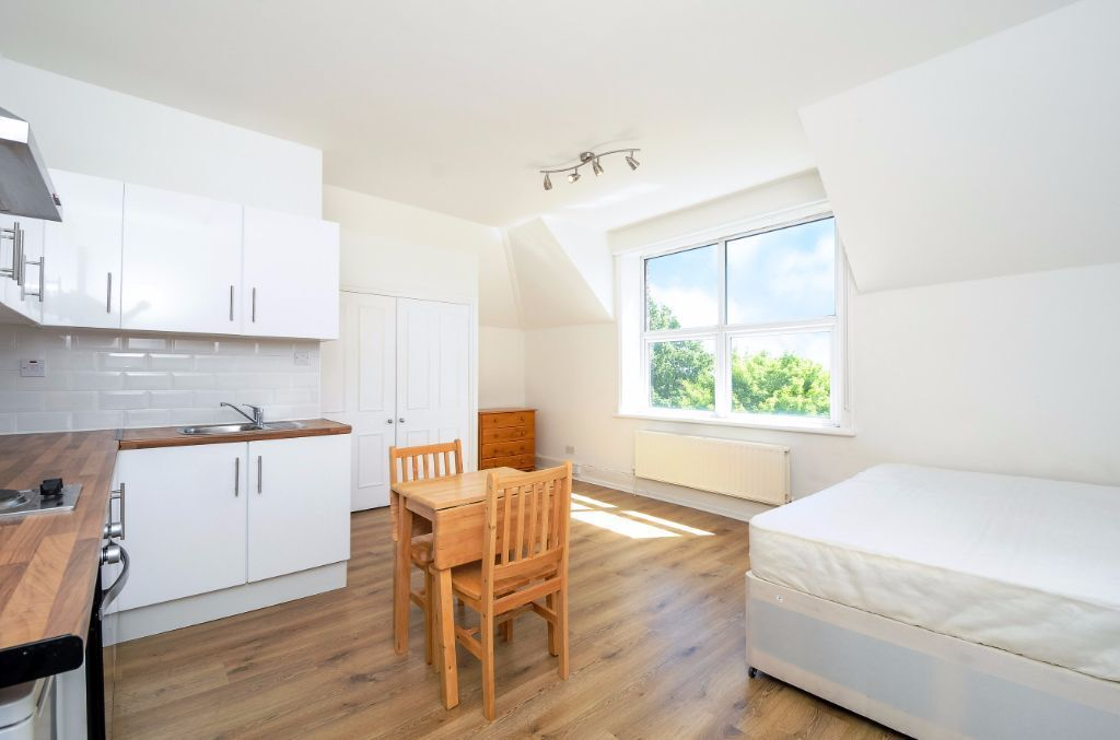 MODERN, WELL PRESENTED CONTAINED STUDIO FLAT TO RENT IN WEST HAMPSTEAD