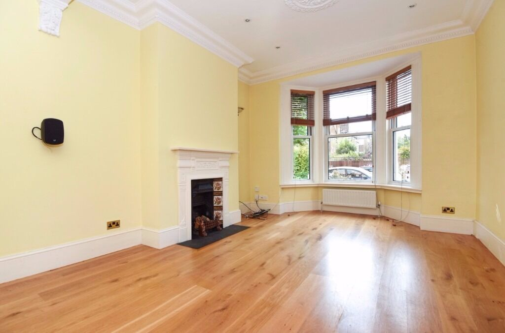 A superb three bedroom Victorian house to rent on Pelham Road