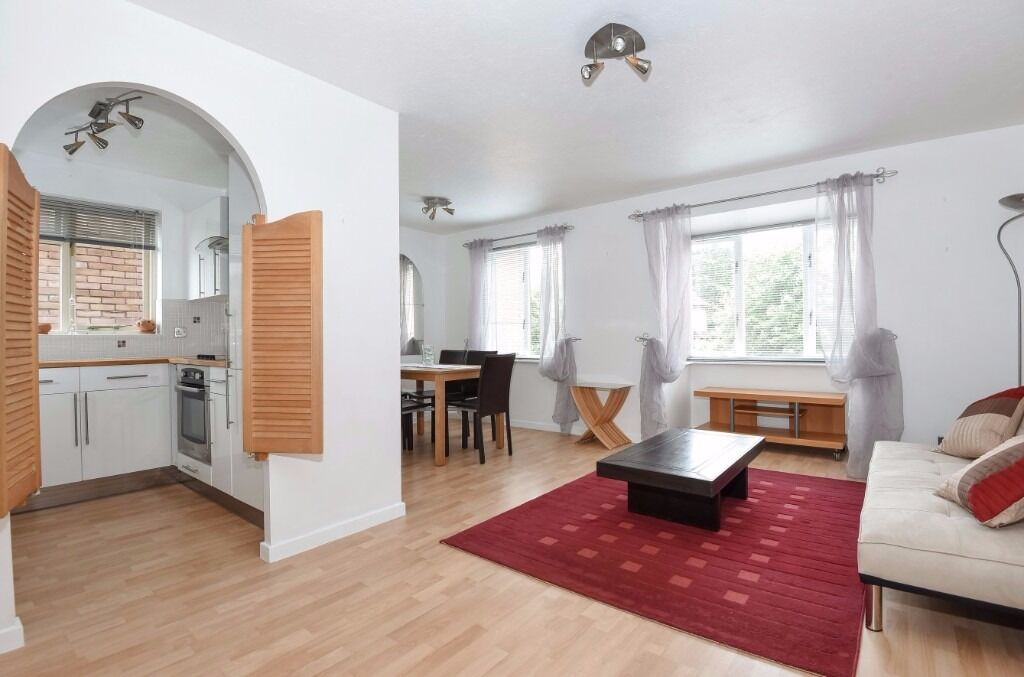 Two bedroom first floor flat to rent in Gables Close
