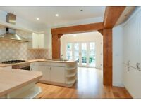 A stunning three bedroom, two bathroom town house for rent in St Martins Lane