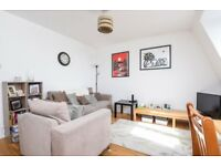 A lovely & bright one double bedroom Victoria converstion flat to rent, Old Kent Road