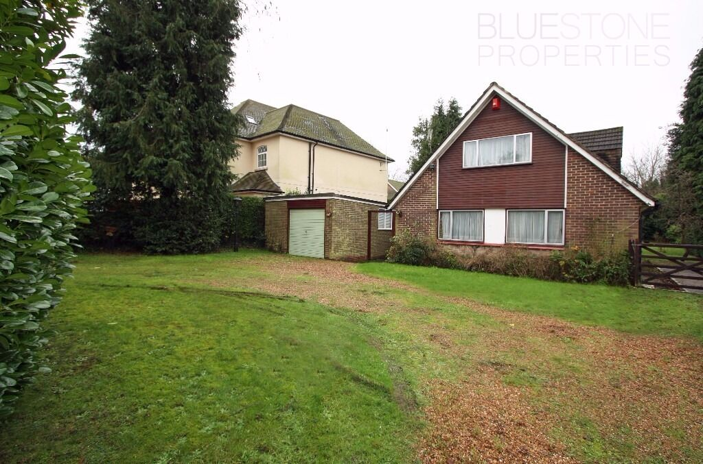 LOOK! [4 bed] Property. Large front & rear gardens. 2 Bathrooms. Very spacious. Purley CR8