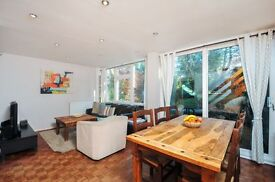 **LOVELY 4 BED END OF TERRACE HOUSE IN WOODSIDE PARK!! FAMILIES ONLY!