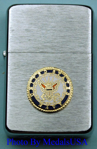 U.S. NAVY CREST WIND PROOF PREMIUM USN LIGHTER IN A GIFT BOX   USN SBC043