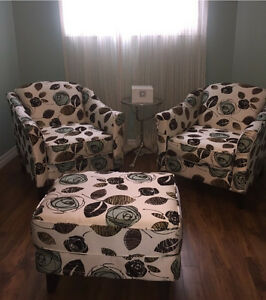 Accent chairs & ottoman set ***LIKE NEW***