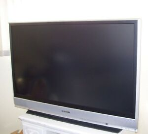 61 Inch Rear Projection HDTV Panasonic PT-61LCX66-K HDMI 1080i