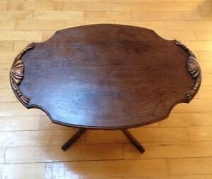 Jolie table à café antique
