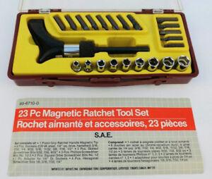 Magnetic ratchet tool set