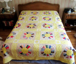 """Vintage Hand Stitched Bed Quilt - Circle Pattern - 86"""" x 69"""""""