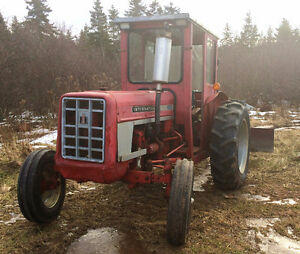 Tractor - 1973 International 354 Gas