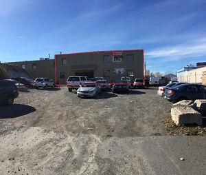 Grand local pour garage mécanique ou autre sur boul Lite à Laval