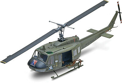 Revell UH-1D Huey Gunship Helicopter 1:32 scale model kit 5536 DAMAGED BOX Gunship Model Helicopter