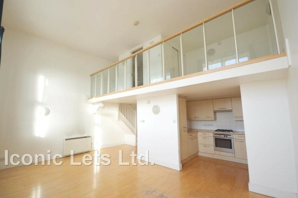 Modern Split-Level One Bedroom Located In A Private Development In King's Cross