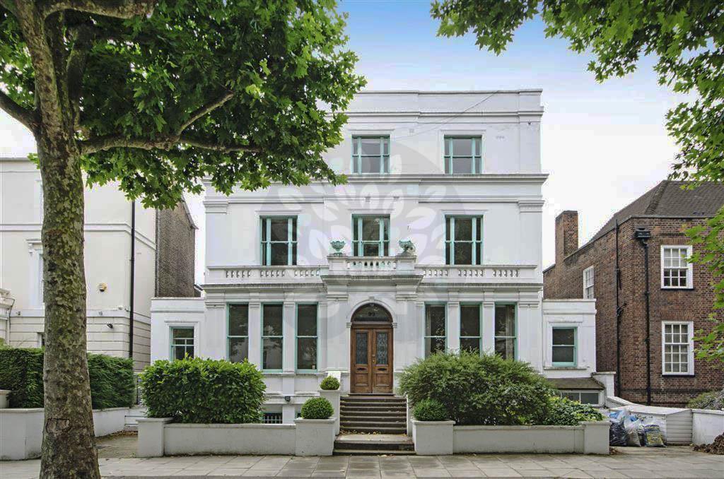4 bedroom flat in Hamilton Terrace, St.Johns Wood