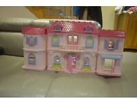 Doll's house +furniture