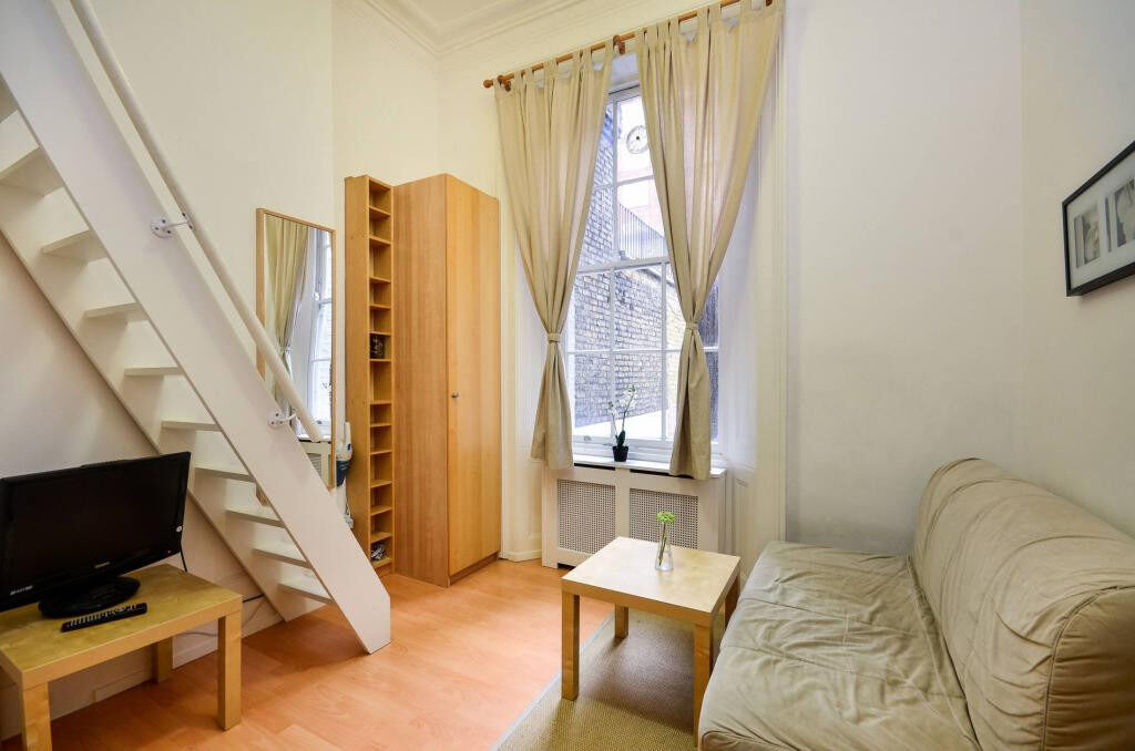 ***Pimlico*** - Split Level Studio Flat