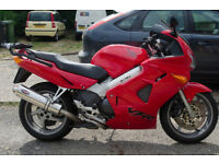 Italian Red VFR800FI-1 2001- with large Givi box. MOT until 12 July 2019