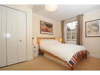 Spacious 2 bed 2 bath flat 5 mins from Borough tube with balcony, communal garden, bike/car parking