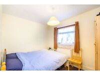 @@ Sweet double room minutes from Willesden Green Station @@
