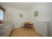 017O-FULHAM- SPACIOUS ONE BEDROOM FLAT WITH SEPARATE KITCHEN AND BATHROOM-BILLS INCLUDED-£295 WEEK
