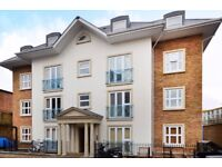 !!! SHARERS LISTEN, IDEAL 2 BED FLAT IN GATED COMMUNITY IN WALKING DISTANCE TO PUBLIC TRANSPORT !!!