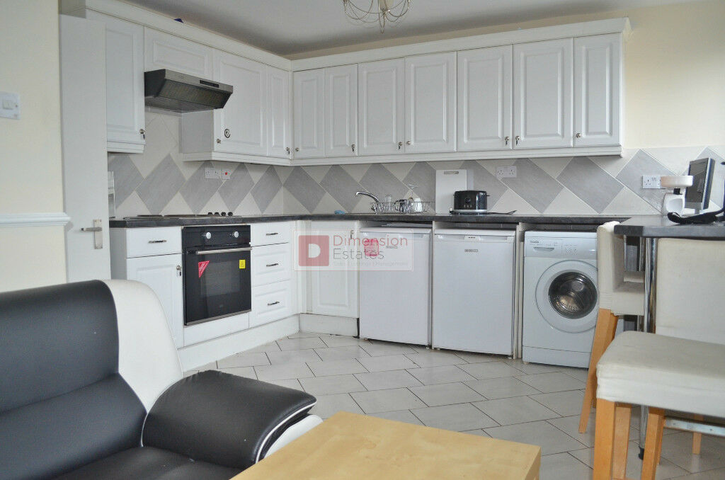 *Amazing 4 Bed Maisonette Flat - Available Now