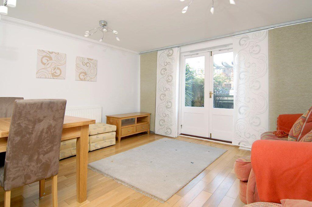 FP - A well presented modern town house to rent