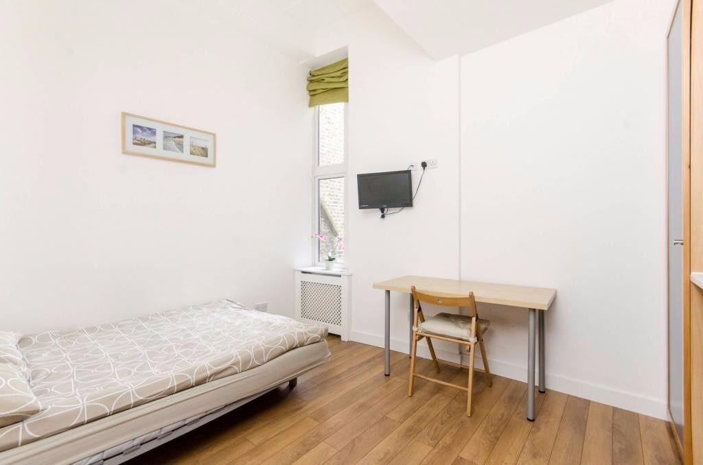 Earls Court - Lovely and Up to date, Self-contained Studio Flat //