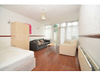 *** Brilliant 4 Bed Town House In Hackney, E5 - Private Garden - Available Now! ***