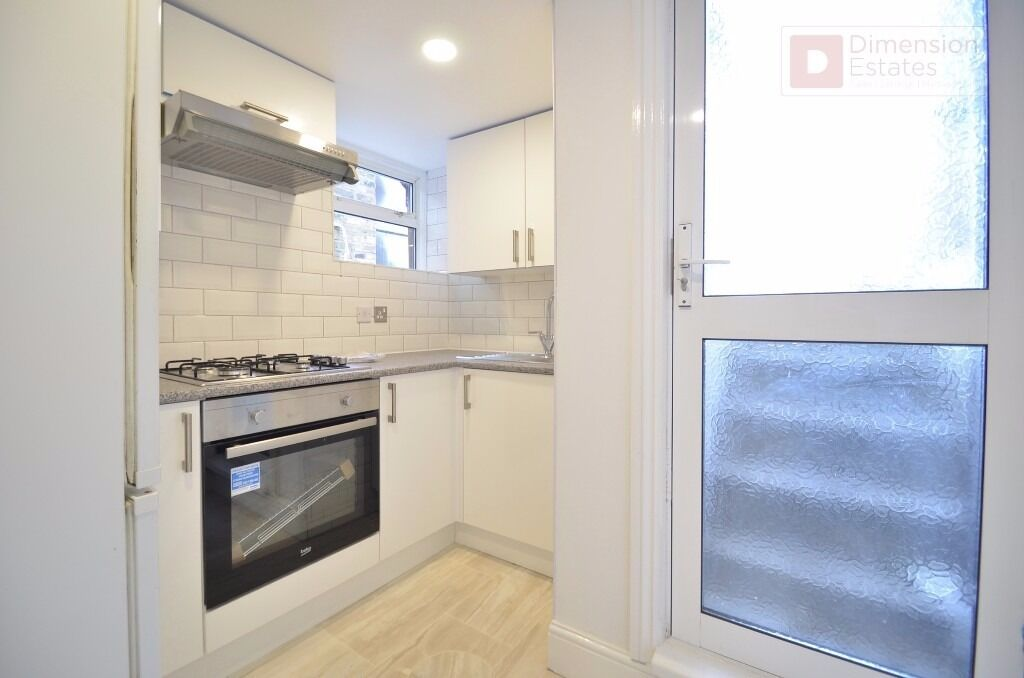 Hackney E5 --- Happy 1 Bed Apartment In Mildenhall Road ----- £335pw ---- E5 0RU ----