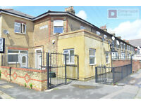 Spacious 3 Bedroom Flat in located in the heart of Walthamstow E17 8LA - Call Now